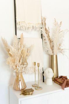Boho Diy, Bohemian Decor, Gold Bedroom Decor, Gold Home Decor, Entryway Furniture, Wooden Textures, Boy Decor, Vintage Room, Aesthetic Room Decor