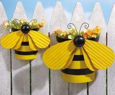 Abejorros al aire libre. Maceteros para la pared del jardín   -   Bumblebee Outdoor. Garden Wall Planters