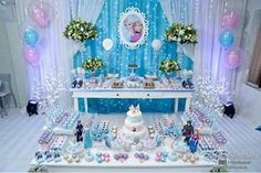 Frozen theme party, Frozen theme party images, Frozen party for girls, Ideas to decorate a Frozen party with balloons, simple decoration for a girl's Frozen Birthday Decorations, Elsa Birthday Party, Frozen Themed Birthday Party, 3rd Birthday Parties, Candy Bar Frozen, Frozen Backdrop, Fete Emma, Festa Frozen Fever, Party Themes