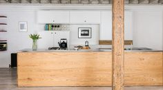 A masterpiece of a warehouse conversion. This calm, cool and tranquil apartment…