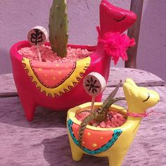 Maceta Llama 9cm Alto X6,5 Ancho + Sucu O Cactus - $ 220,00 en Mercado Libre Polymer Clay Crafts, Diy Clay, Car Interior Decor, Pottery Designs, Diy Arts And Crafts, Craft Work, Vases Decor, Clay Art, Craft Gifts