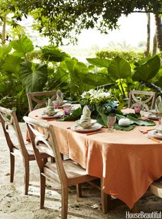 Tropical-chic Design - For a lively table, invite interesting pieces ...designer Bunny Williams
