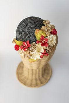 Tocado casquete de paja con flores Negro
