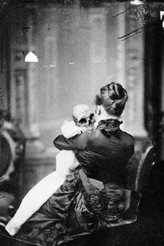 13 Creepy Vintage Photos That Will Give You Nightmares Ghost Pictures, Halloween Pictures, Weird Pictures, Scary Halloween, Vintage Halloween, Old Photos, Vintage Photos, Scary Photos, Creepy Vintage