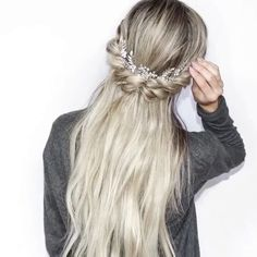 """2,071 Likes, 28 Comments - Hair Inspiration + Tutorials (@salonspruce) on Instagram: """"Sometimes the most beautiful styles are the simplest  Repost @blohaute ・・・ Half Up 