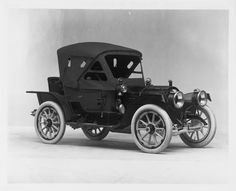 1911 Packard 30 Model UDS, 4-cylinder, 30-horsepower, 108-inch wheelbase, 2/3 person runabout, fitted with fabric victoria top, roll-up front curtain, & snap-on side curtains