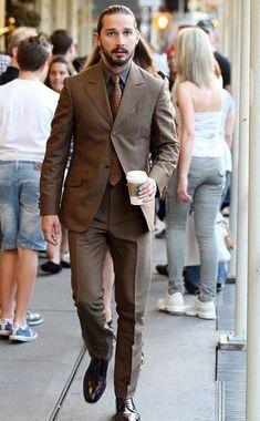 Shia LaBeouf - Brown suit and tie - coal/navy shirt man crush forever Shia Labeouf, Gentleman Mode, Gentleman Style, Mode Masculine, Mens Fashion Suits, Mens Suits, Terno Slim Fit, Brown Suits, Mens Brown Suit