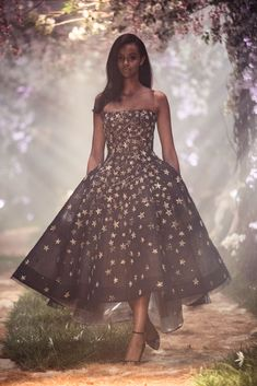 PSS/S1827 – Structured crinoline gown with starlight embroidery, featuring the lyrics of Aladdin's, 'A Whole New World'