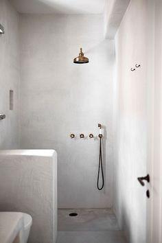 bathroom trends 15 ideas for bathroom tadelakt Luxury duvet covers luxury duvet cover, duv Bathroom Island, Bathroom Niche, Concrete Bathroom, Bathroom Plants, Bathroom Trends, Bathroom Wallpaper, White Bathroom, Modern Bathroom, Master Bathroom