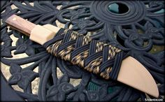 I share photos of my hobby with decorative and useful knot work, with paracord and other sizes/types of cordage and accessories. Paracord Knife, 550 Paracord, Knife Sheath Making, Kydex Sheath, Paracord Projects, Shotguns, Tie Knots, Knights, Color Combos