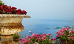 http://dreameat.it/it/living/taormina-hotel-villa-ducale