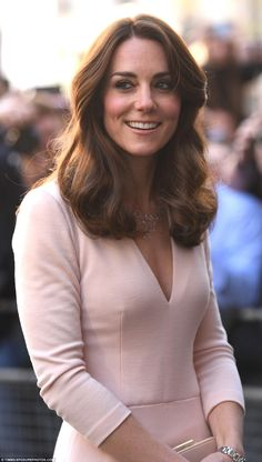 Kate Middleton picks head-to-toe pastels as she attends Vogue 100 gallery | Daily Mail Online