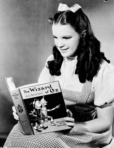 Judy Garland in a vintage promotional picture------