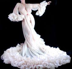 blog-catharine-dlish-burlesque-gowns.jpg (800×764)