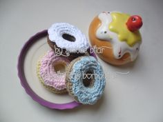 <3 Amigurumi Donuts. Quer saber mais? Vem aqui: http://recantodasborboletas-simoninha.blogspot.com.br/
