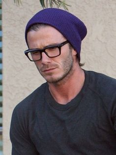 David Beckham Style, Charming Man, Mens Style Guide, Mode Masculine, Mens Fashion, Fashion Outfits, Knitting Accessories, Knit Beanie, Hats For Men