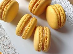 Lemon macarons with lemon curd and mascarpone Lemon Macarons, Macaroons, Macaroon Recipes, Lemon Curd, Pavlova, No Bake Cake, My Recipes, Sweet Tooth, Deserts
