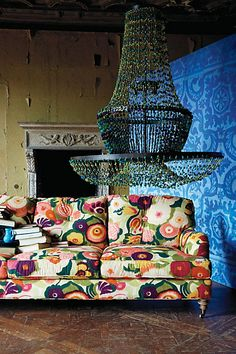Winifred Sofa Anthropologie Flower Shop, love the light too. Interior Inspiration, Design Inspiration, Interior Ideas, Floral Sofa, Deco Boheme, Take A Seat, Bunt, Interior And Exterior, Interior Decorating