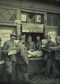 Newspaper sale. French soldiers in front of a stall (or stand). Rexpoede. (France. September 6, 1917)