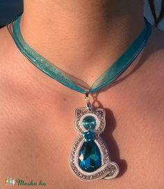 Kék cica nyaklánc, Ékszer, óra, Nyaklánc, Meska Turquoise Necklace, Pendant Necklace, Jewelry, Jewellery Making, Jewels, Teal Necklace, Jewlery, Jewerly, Jewelery