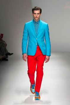 A complementary color scheme applied to an outfit makes for a good summer night color combination. Complementary colors are colors that lie on opposite sides from each other on the color wheel. Examples of complementary colors are red and blue or orange and green.