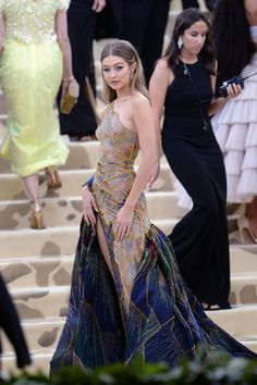 Hadid News auf, Gala Dresses, Couture Dresses, Fashion Dresses, Beautiful Gowns, Beautiful Outfits, Elegant Dresses, Pretty Dresses, Couture Fashion, Gypsy Fashion
