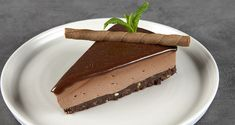 Cheesecake με πραλίνα σοκολάτας από τον Άκη Πετρετζίκη. Ένα σοκολατένιο γλυκό με μπισκότα, μασκαρπόνε και πραλίνα σοκολάτας για τους chocolate lovers!