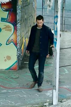Richard Armitage as Daniel Miller in Berlin Station (2016) Season 1 Episode 9