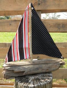 Driftwood Boat Beach Crafts, Summer Crafts, Diy Crafts, Wood Projects, Projects To Try, Deco Marine, Seaside Decor, Driftwood Crafts, Spring Projects