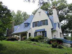 One of my favorite Cincinnati houses is for sale.. on the West side of course!