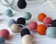Multicolour garland, birthday garland, felt ball garland, playroom garland, nursery garland, playroom decor, party garland, gender neutral - Modifier la fiche - Etsy