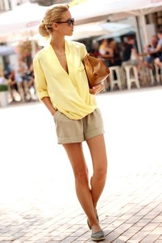 yellow-shirt-shorts-outfit-summer.jpg 305×458 ピクセル