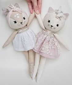 Cat Doll Sewing Pattern and Tutorial - Dress up, Girl, A fun kitty cat rag doll to make yourself. Fabric Toys, Fabric Crafts, Doll Crafts, Sewing Crafts, Diy Y Manualidades, Fabric Animals, Cat Doll, Sewing Dolls, Soft Dolls