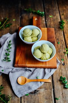 Green tea ice cream! If you know me at all...you'll know that I'm not a  huge tea fan. Although I AMstarting to like iced teas, and that's the  first step, right?! (I know some of you might be horrified by the  previousstatements...please don't judge me too harshly. Ha!)