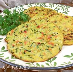 Estas sencillas tortitas de verduras se pueden servir frías o calientes. Mexican Food Recipes, Vegetarian Recipes, Cooking Recipes, Healthy Recipes, Comidas Light, Food Porn, Vegetable Recipes, Cooking Time, Love Food