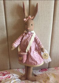 @ruth3007 a superluna! Pet Toys, Doll Toys, Kids Toys, Maileg Bunny, Sewing Crafts, Sewing Projects, Fabric Animals, Fabric Toys, Sewing Dolls