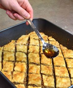 recept_baklava_11 Cornbread, Sweet Recipes, Deserts, Goodies, Food And Drink, Sweets, Vegan, Baking, Vegetables