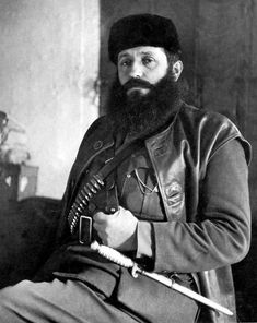 Aris Velouchiotis, a communist chieftain in the mountains of Greece, poses during the Nazi occupation. A journalist in civilian life, Aris was the leader o Black Berets, Greek Soldier, Military Branches, Man Of War, Greek History, Military Academy, In Ancient Times, Stars And Moon, Old Pictures