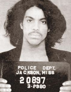 Only Prince Rogers Nelson could make a mugshot look more like a glamour shot. Wow Prince went to jail in Jackson lol I wonder for what Prince Rogers Nelson, Mayte Garcia, Minnesota, Celebrity Mugshots, Hip Hop, Photos Of Prince, Prince Images, Famous Musicians, Jazz Musicians