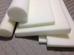 Jogo de espumas de boa qualidade, claras, densidade 23 para confecção de kit de protetor de berço e trocador com rolinho.  2 cortes para protetores laterais - 1,27 X 0,27 X 0,03  1 corte para protetor de cabeceira - 0,67 X 0,27 X 0,03  1 corte cilíndrico para peseira - 0,50 X 0,13 diam  1 corte p...