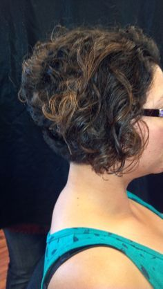 haircut in back in front curly angled bob hairstyles hairstyles for 9909