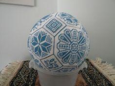 Carol's Counted Canvaswork & Needleworks: Quaker ball finished, woo hoo
