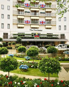 One of our favorite hotels (The Dorchester, London), getting all dressed up for the Jubilee! http://www.thepurplepassport.com/picks/London/Hotel/the-dorchester/