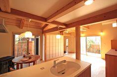お孫さんが喜ぶ スキップフロアのお家:大阪の注文住宅、木の家の一戸建てなら工務店「コアー建築工房」 Bathtub, Bathroom, Standing Bath, Washroom, Bathtubs, Bath Tube, Full Bath, Bath, Bathrooms