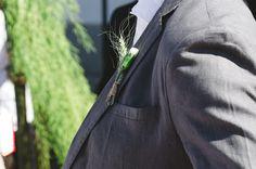 Detalhes da lapela do noivo, Guilherme Schutze.