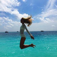 Jumping in paradise  @ciamaritinabeachwear  Pulando no paraíso  by trentinireal