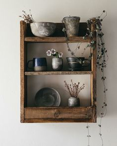Shelves Pallet A beautiful rustic pallet shelf full of handmade ceramics is definitely on our new kitchen wishlist. Korean Pottery, Zen, Aesthetic Objects, Ikea Desk, Beginner Woodworking Projects, Pallet Shelves, Cottage Interiors, We Fall In Love, Wooden Pallets