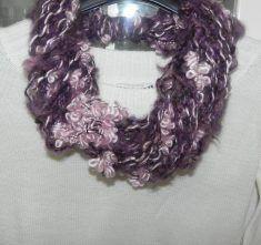 Sciarpa collana toni del rosa-viola