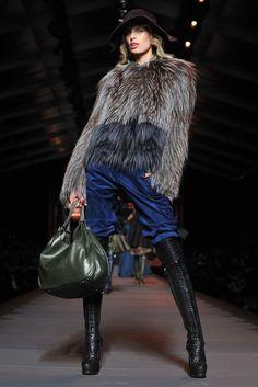 Christian Dior Paris Fashion Week outono/inverno 2012 Karolina Kurnikova