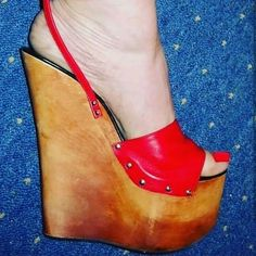 Hot High Heels, Womens High Heels, Shoes Heels Wedges, Wedge Sandals, Peep Toes, Gorgeous Heels, Bare Foot Sandals, Fashion Heels, Stiletto Heels